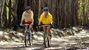 Elije ejercicios como el ciclismo, que no sobrecarguen las articulaciones de la rodilla.