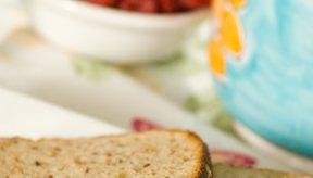 Los cereales integrales, las frutas y la verduras son carbohidratos saludables.