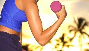 El curl de bíceps involucra varios músculos importantes del brazo, hombro y muñeca.