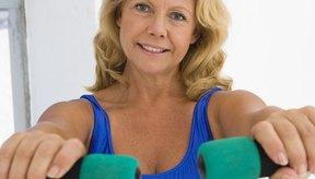 El entrenamiento con pesas incrementa la tonicidad después de la menopausia.