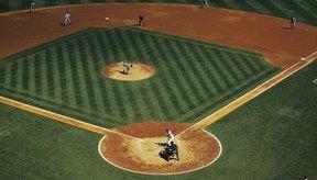 La lluvia puede causar un retraso o aplazamiento de un partido de béisbol.