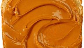 La mantequilla de maní es una mejor opción para untar que la mantequilla de avellana de chocolate.