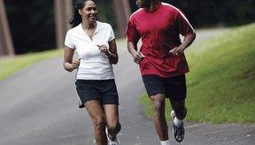 Correr quema un mayor número de calorías que el levantamiento de pesas.