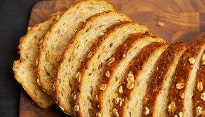 El pan integral es una mejor opción que el pan blanco.