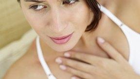 Uno de los síntomas más comunes del reflujo silencioso es el dolor de garganta.
