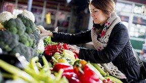 Una dieta balanceada que incluya muchas frutas y vegetales es esencial para la salud de tus ojos.