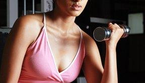 Una vincha o bufanda pueden ayudar a ocultar las fallas de tu peinado cuando llegues al gimnasio.