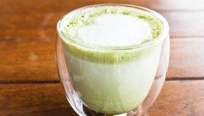 El té verde con leche tiene beneficios para la salud, pero puede añadir grasas y calorías indeseadas a la dieta.