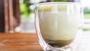 El té verde con leche es una variante del café con leche tradicional hecho con café exprés y leche.