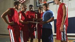 Un equipo de baloncesto puede jugar con un máximo de cinco jugadores a la vez.