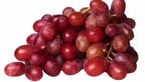 Disfruta una proción de uvas como un aperitivo saludable.