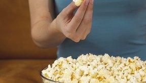 Trata las manchas de mantequilla de las palomitas de maíz inmediatamente para una mayor posibilidad de eliminar la mancha.