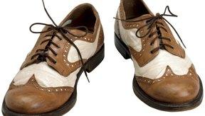 Coloca las taloneras en los zapatos que estés usando.