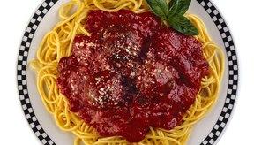 Usa las albóndigas congeladas para acompañar un espagueti rápido y sabroso.