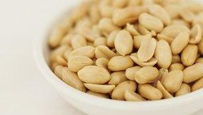 Los maníes tostados y los maníes fritos en aceite contienen cantidades similares de nutrientes esenciales.