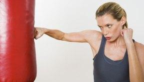 El boxeo y las AMM pueden usar los mismos sacos, pero también tienen equipo especializado.