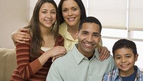 Las reuniones familiares pueden cimentar el vínculo familiar.