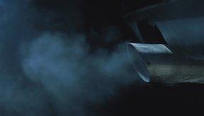 Las partículas liberadas por los caños de escape de los vehículos contaminan el aire.