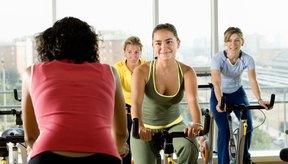 Añade una clase de ejercicio a tu rutina regular para incrementar la quema de calorías.