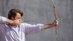 Tu flecha debe sobresalir sólo ligeramente del extremo del arco.