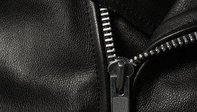 Aunque las prendas de cuero sean duras y duraderas es necesaria una manipulación especial.