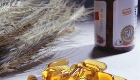 Un remedio para que se vean más claras consiste en aplicar en ellas una pequeña cantidad de aceite de vitamina E todas las noches.