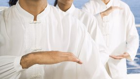 Siente la bola de energía entre tus manos mientras la agrandas, achicas o rotas.