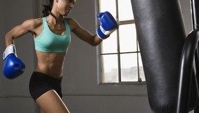 Los expertos recomiendan golpear un saco de boxeo para ponerte en forma.
