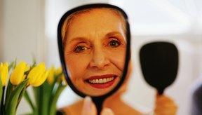 Las mujeres mayores de 50 años deben usar un maquillaje ligero y humectante para conseguir una apariencia más juvenil.