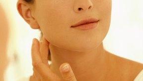 Uno de los síntomas más evidentes de un coágulo de sangre en el cuello es cuando se hincha.