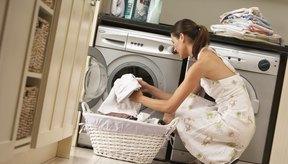 Desinfecta la ropa añadiendo una solución en la lavadora.