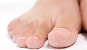 Las personas con diabetes deben revisar sus pies diariamente.