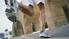Los pasos cortos al correr pueden ayudar a prevenir que la rodilla se trabe.
