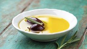 Aceite de oliva y aceitunas.