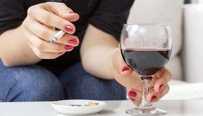 Beber alcohol puede aumentar el efecto sedante de la valeriana, como la somnolencia.