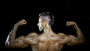 Los bíceps abultados son la excusa perfecta para no usar camisa.