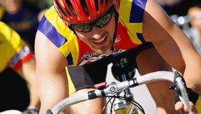 Mantenerse hidratado puede reducir la incomodidad estomacal durante un triatlón.
