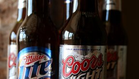 Si deseas bajar tu ingesta de calorías, considera cambiar a cervezas ligeras o