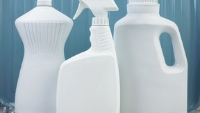 Los limpiadores domésticos comunes contienen químicos peligrosos.
