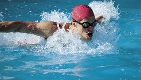 La natación ofrece ejercicio cardiovascular mientras fortalece tu torso: perfecto para el desarrollo de unos abdominales definidos.