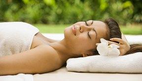 Escuchar una cinta de relajación con imágenes pre-hipnóticas relaja el cuerpo y la mente.