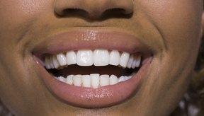 Algunas pastas de dientes blanquean de manera parcial los dientes manchados por el café y el humo del cigarrillo.