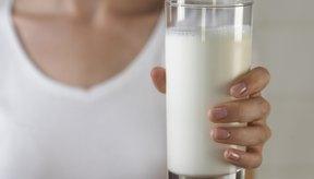 La leche contiene los nueve aminoácidos esenciales que requieren los humanos.