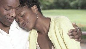 Si tienes problemas para expresar tus emociones, intenta hablarle a un ser querido de ellas.