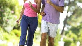 Caminar rápido es un ejemplo popular de actividad física.