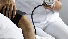 La hipertensión arterial en personas de edad avanzada se asocia con ataques al corazón, derrames cerebrales y demencia.
