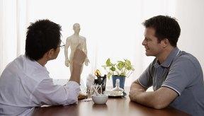 Un quiropráctico puede comenzar su examen mediante la recopilación de información sobre la salud en general, tales como la altura, el peso y la presión arterial.