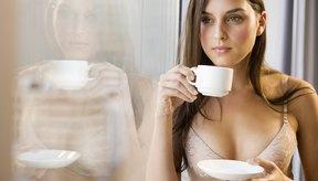Una taza de café contiene aproximadamente el doble de la cantidad de cafeína que una porción típica de guaraná.