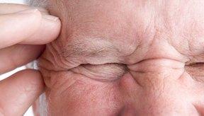 Los dolores de cabeza son de las reacciones más comunes para las personas con alergia al vino.