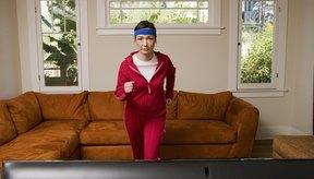Aún en frente del televisor, trotar puede ayudarte a perder peso.